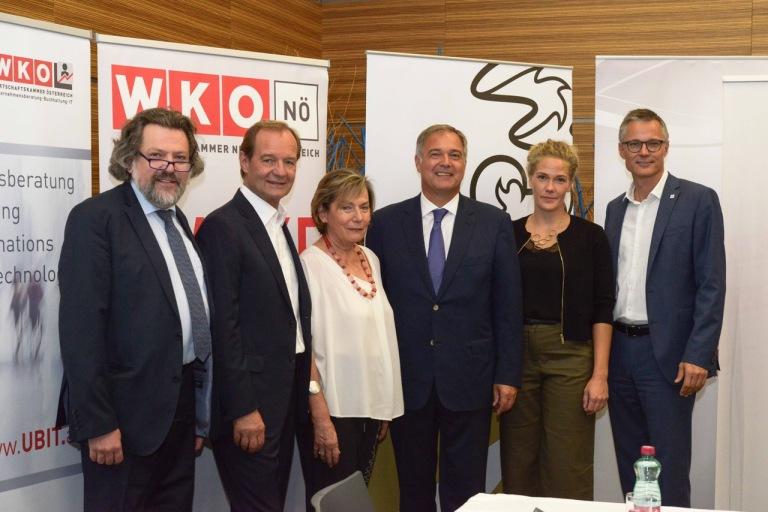 Pressefoto_KMUDigitalisierungsstudie_PK13.9.2018_FVUBIT_WKO_Tsitsos.jpeg